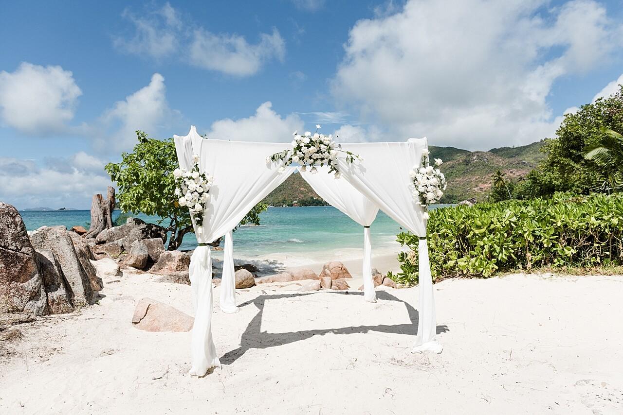 Rebecca Conte Fotografie: Intime Strandhochzeit Seychellen 09