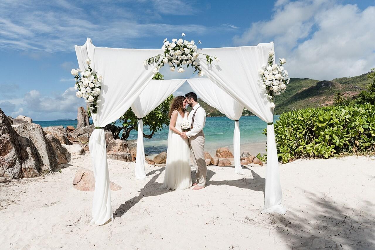 Rebecca Conte Fotografie: Intime Strandhochzeit Seychellen 18
