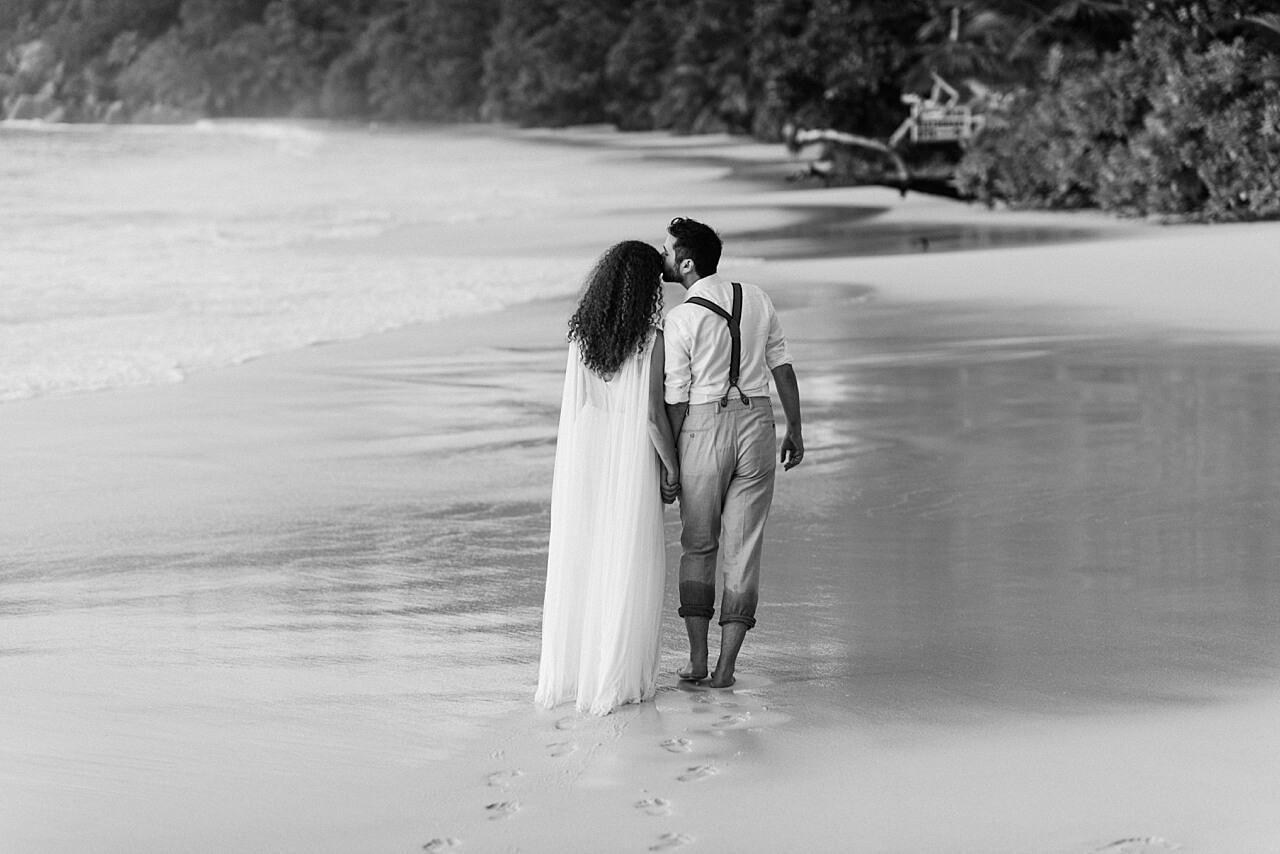 Rebecca Conte Fotografie: Intime Strandhochzeit Seychellen 42