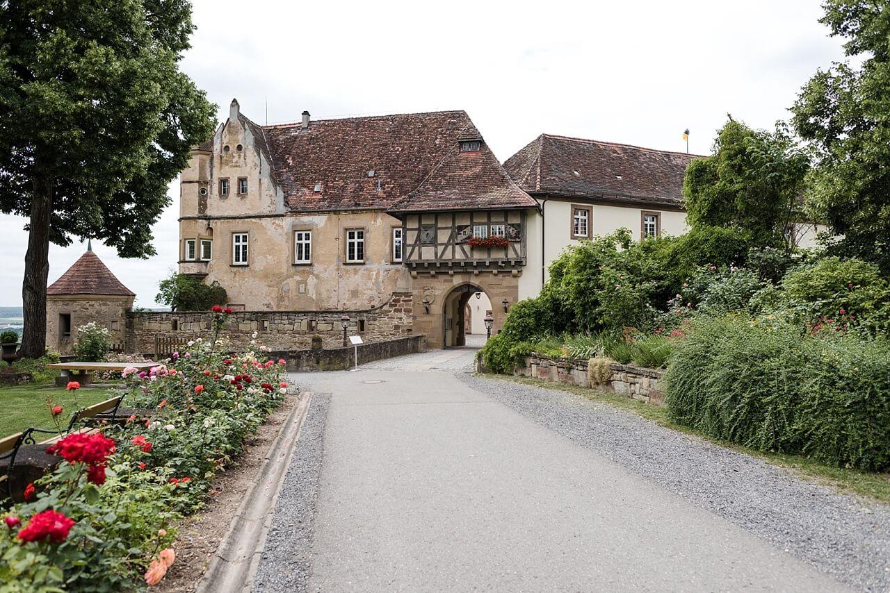 Rebecca Conte Fotografie: Freie Trauung Burg Stettenfels 24