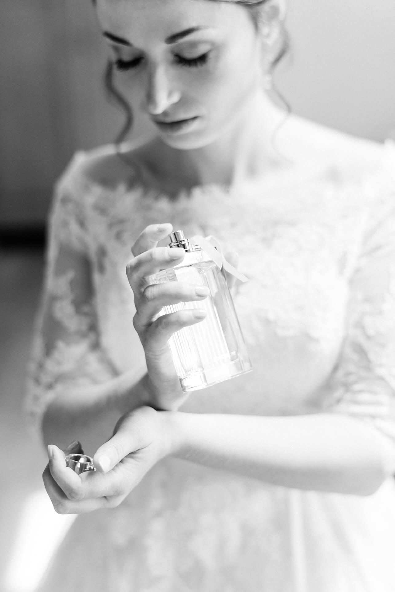 Rebecca Conte Fotografie Stuttgart: Braut Getting Ready Parfum