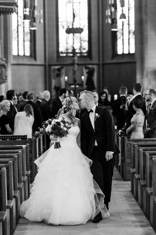 Rebecca Conte Fotografie Stuttgart: Brautpaar in Kirche