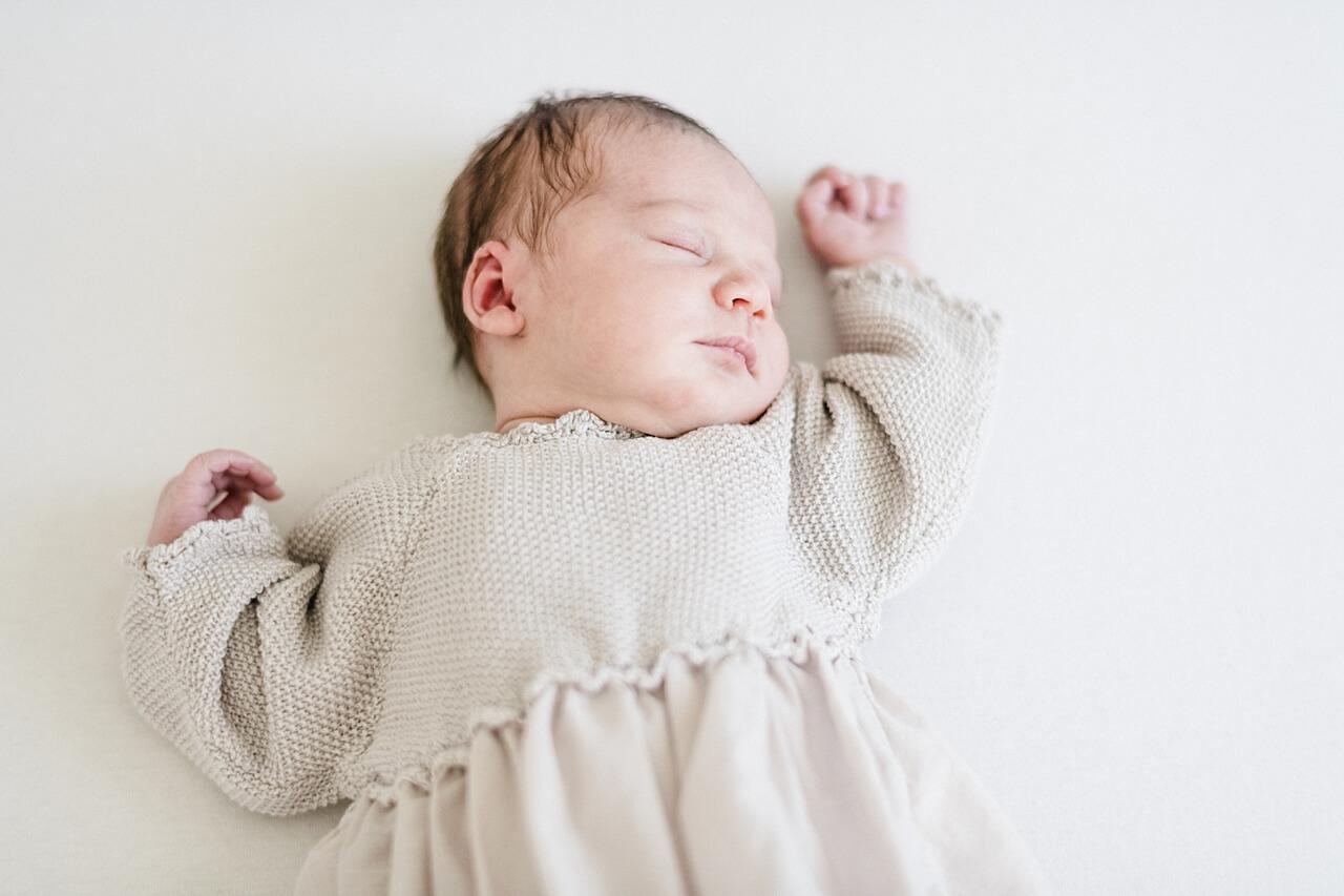 Rebecca Conte Fotografie: Zarte Neugeborenenbilder 02