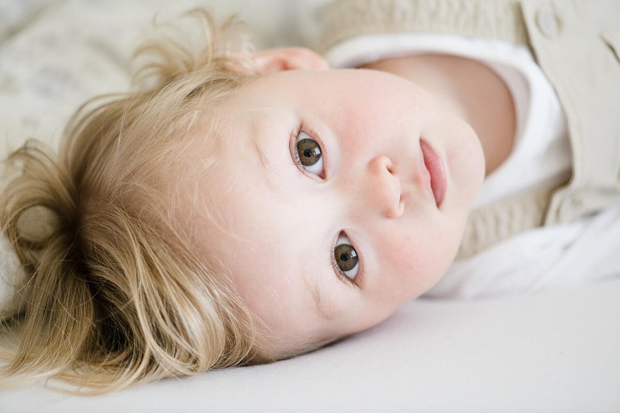 Rebecca Conte Fotografie: Zarte Neugeborenenbilder 11