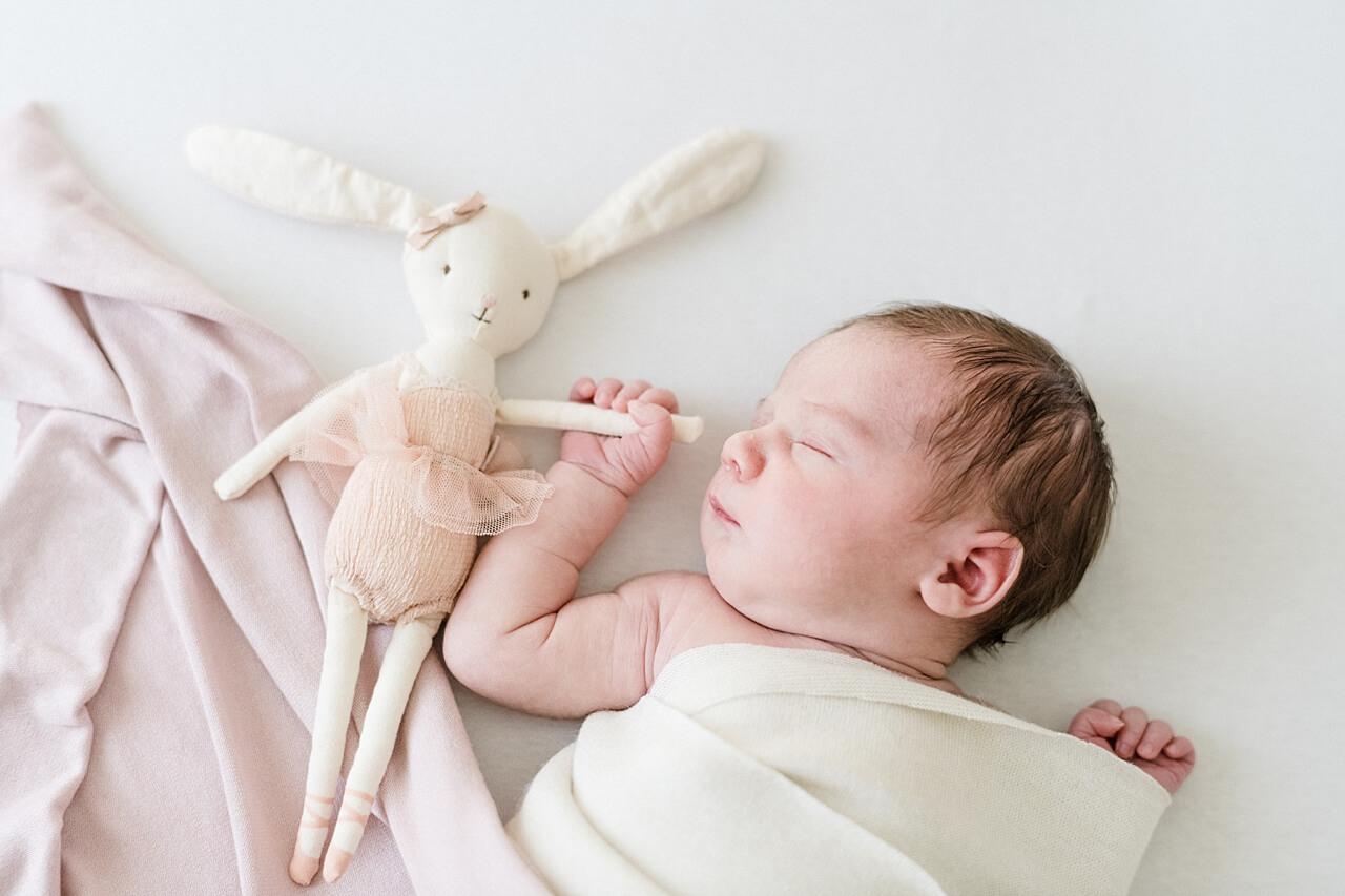 Rebecca Conte Fotografie: Zarte Neugeborenenbilder 23